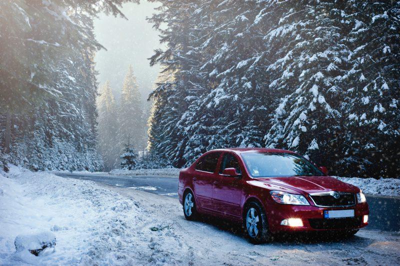 Jak przygotować się do jazdy autem w zimowych warunkach?